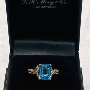🎁 Macy's Beautiful Two-tone Blue Topaz Ring, New
